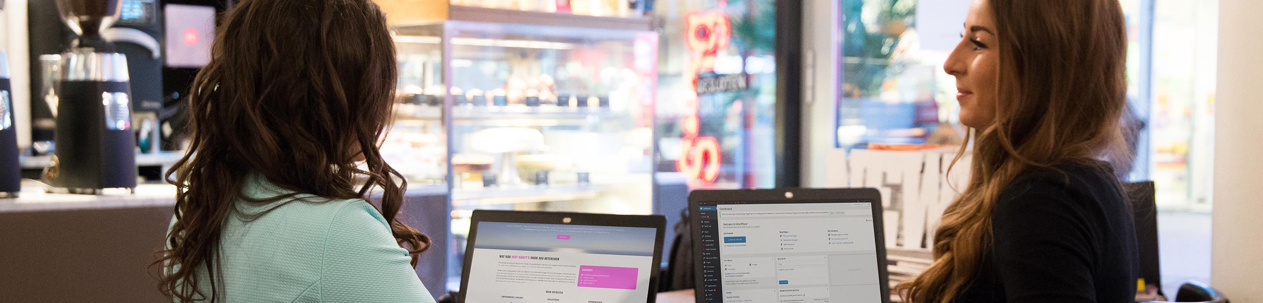 Wij zijn Anne-Claire & Shanice, samen zijn wij de perfecte combinatie tussen online marketing en web building!